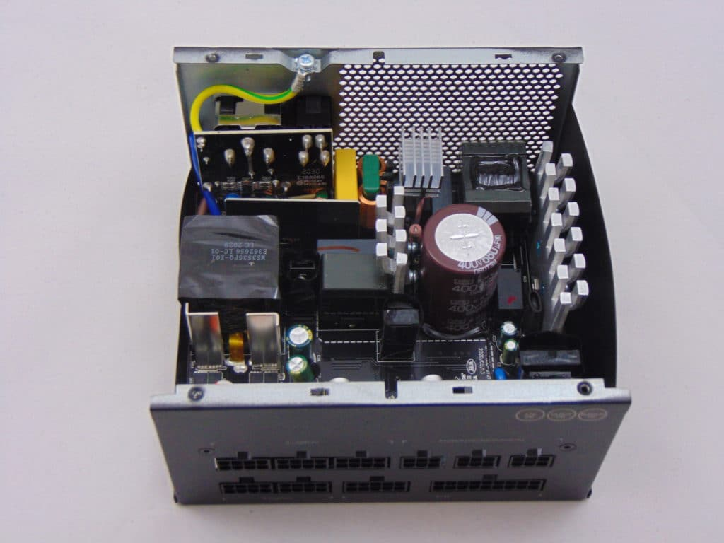GIGABYTE P750GM 750W Power Supply Inside Components and PCB