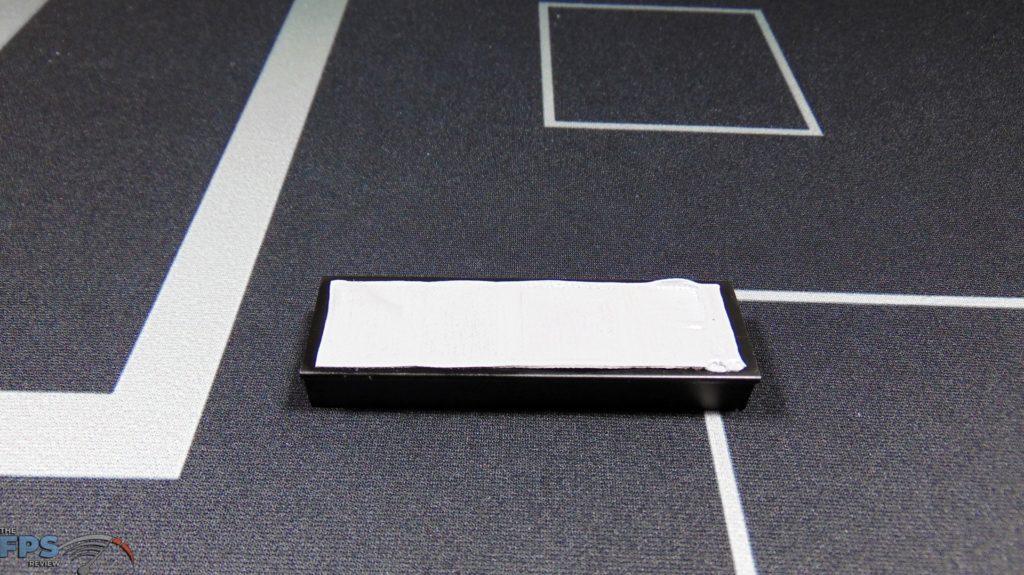CORSAIR Force Series MP600 1TB Gen4 PCIe x4 NVMe SSD top heatsink thermal pad